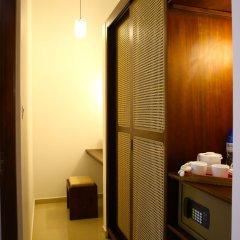 Отель Whispering Palms Hotel Шри-Ланка, Бентота - отзывы, цены и фото номеров - забронировать отель Whispering Palms Hotel онлайн сейф в номере