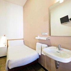 Отель Pensión Peiró Испания, Барселона - 1 отзыв об отеле, цены и фото номеров - забронировать отель Pensión Peiró онлайн ванная фото 2