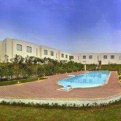 Отель Four Points by Sheraton New Delhi, Airport Highway бассейн