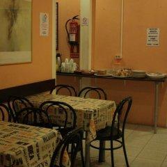 Отель Hostal Baires питание фото 2
