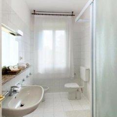 Отель Columbia Италия, Абано-Терме - отзывы, цены и фото номеров - забронировать отель Columbia онлайн ванная фото 2