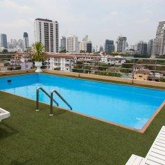 Отель ZEN Rooms Ekkamai 10 Suites Бангкок бассейн