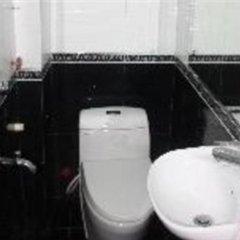 Отель Friendly Backpackers Hostel Вьетнам, Ханой - отзывы, цены и фото номеров - забронировать отель Friendly Backpackers Hostel онлайн ванная