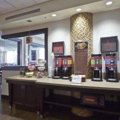 Отель Hampton Inn & Suites Columbus - Downtown питание