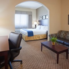 Holiday Inn Express Hotel and Suites Mankato East комната для гостей фото 2