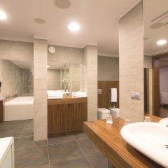 Отель Holiday Inn Krakow City Centre Польша, Краков - 4 отзыва об отеле, цены и фото номеров - забронировать отель Holiday Inn Krakow City Centre онлайн ванная фото 2