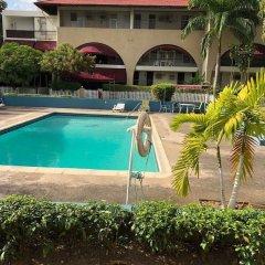 Отель Kingston Luxury Condo Apartment Ямайка, Кингстон - отзывы, цены и фото номеров - забронировать отель Kingston Luxury Condo Apartment онлайн бассейн фото 2