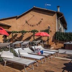 Отель B&B Antico Borgo Манерба-дель-Гарда бассейн фото 2