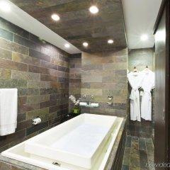 Отель Executive Hotel Cosmopolitan Toronto Канада, Торонто - отзывы, цены и фото номеров - забронировать отель Executive Hotel Cosmopolitan Toronto онлайн ванная
