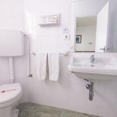 Отель azuLine Hotel S'Anfora & Fleming Испания, Сан-Антони-де-Портмань - отзывы, цены и фото номеров - забронировать отель azuLine Hotel S'Anfora & Fleming онлайн ванная