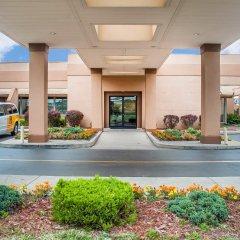 Clarion Hotel Buffalo Airport парковка