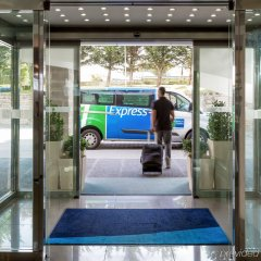 Отель Holiday Inn Express Lisbon Airport парковка