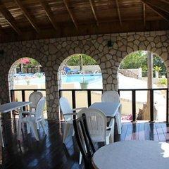 Отель Mirage Resort - Clothing Optional - Adults Only гостиничный бар