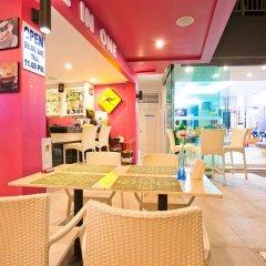Отель The Par Phuket гостиничный бар
