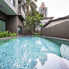 Отель Like Sukhumvit 16 Бангкок бассейн