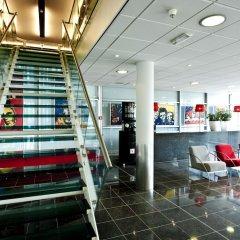 WestCord Art Hotel Amsterdam** интерьер отеля