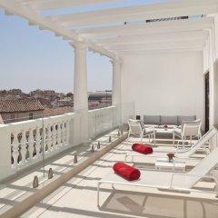 Отель Gran Melia Palacio De Los Duques балкон