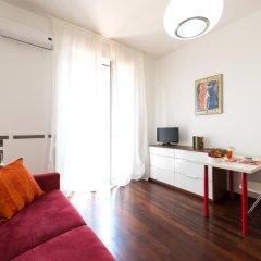 Апартаменты Sparano Centro East End Apartments Бари комната для гостей