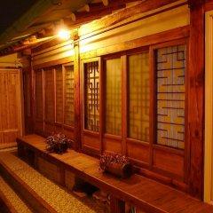 Отель Hanok Guesthouse 201 Южная Корея, Сеул - отзывы, цены и фото номеров - забронировать отель Hanok Guesthouse 201 онлайн балкон