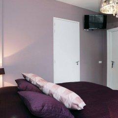 Отель View Bed and Breakfast сейф в номере