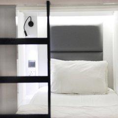 Wink Hostel Сингапур сейф в номере