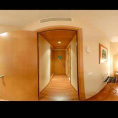 Hotel City Express Santander Parayas сейф в номере