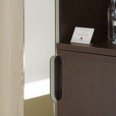 Отель DoubleTree By Hilton London Excel сейф в номере