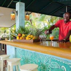 Отель Idle Awhile Resort Ямайка, Саванна-Ла-Мар - отзывы, цены и фото номеров - забронировать отель Idle Awhile Resort онлайн гостиничный бар
