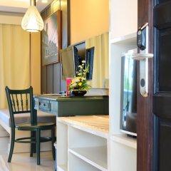 Отель The Old Phuket - Karon Beach Resort удобства в номере фото 2