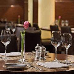 Отель Hilton Cologne Германия, Кёльн - 3 отзыва об отеле, цены и фото номеров - забронировать отель Hilton Cologne онлайн питание фото 3