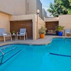 Отель Best Western Royal Palace Inn & Suites США, Лос-Анджелес - отзывы, цены и фото номеров - забронировать отель Best Western Royal Palace Inn & Suites онлайн бассейн
