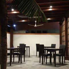 Отель Palm Lodge Остров Гасфинолу питание