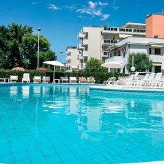 Отель Fra I Pini Италия, Римини - отзывы, цены и фото номеров - забронировать отель Fra I Pini онлайн бассейн фото 3