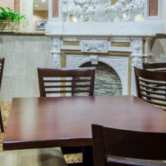 Отель Sleep Inn & Suites And Conference Center гостиничный бар