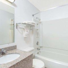 Отель Days Inn by Wyndham Great Bend США, Хойзингтон - отзывы, цены и фото номеров - забронировать отель Days Inn by Wyndham Great Bend онлайн ванная фото 2