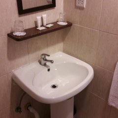 Tropicana Hotel Сан Джулианс ванная
