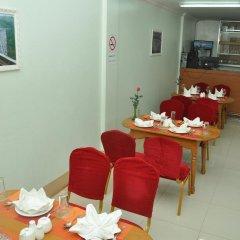 Отель Golden Kinnara Hotel Мьянма, Лашио - отзывы, цены и фото номеров - забронировать отель Golden Kinnara Hotel онлайн питание фото 2
