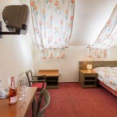 Hotel Augustus et Otto сейф в номере