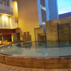 Bedrock Hotel Kuta Bali бассейн фото 3