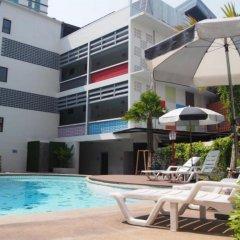Отель RetrOasis Таиланд, Бангкок - отзывы, цены и фото номеров - забронировать отель RetrOasis онлайн бассейн фото 3