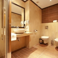 Отель Best Western Plus Bristol Hotel Болгария, София - 4 отзыва об отеле, цены и фото номеров - забронировать отель Best Western Plus Bristol Hotel онлайн ванная