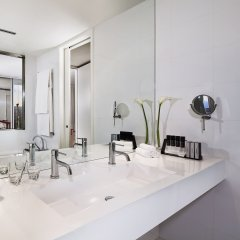 Отель Meliá Barcelona Sky ванная