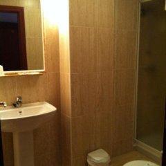 Отель Hostal Adelia Испания, Ла-Корунья - отзывы, цены и фото номеров - забронировать отель Hostal Adelia онлайн ванная фото 2
