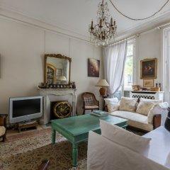 Отель Charming Townhouse Near Parc Montsouris Франция, Париж - отзывы, цены и фото номеров - забронировать отель Charming Townhouse Near Parc Montsouris онлайн комната для гостей фото 5