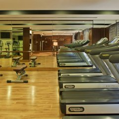 Отель Radisson Blu Plaza Delhi Airport фитнесс-зал