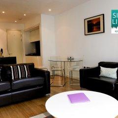 Апартаменты Silver Lining - Mile Apartments Эдинбург комната для гостей