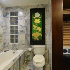 Отель Andaman White Beach Resort Таиланд, пляж Банг-Тао - 3 отзыва об отеле, цены и фото номеров - забронировать отель Andaman White Beach Resort онлайн ванная