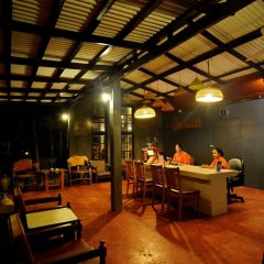Отель Golden Bay Cottage гостиничный бар