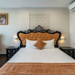 Отель Emerald Central сейф в номере