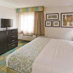 Отель La Quinta Inn & Suites Meridian комната для гостей